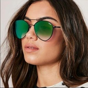 NWT Quay Dragonfly Aviators with Case